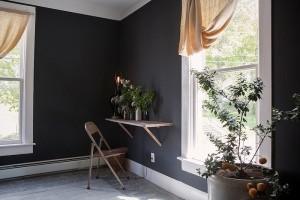 table-on-ten-black-walls