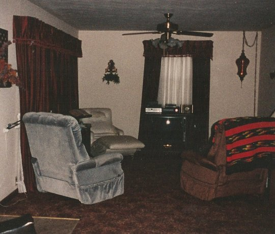43 Bland living room