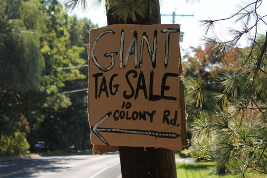 800px-Tag_Sale_Sign